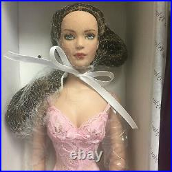 NRFB Robert Tonner Tyler Wentworth 2006 Basic FAO Schwartz Brunette Doll