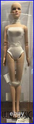 Tonner 16 2010 ULTRA BASIC TYLER WENTWORTH PLATINUM Fashion Doll NRFB LE 300