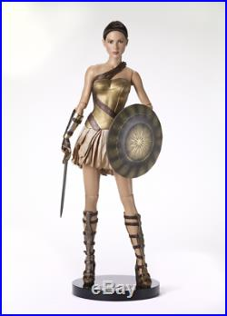 Tonner Gal Gadot Deluxe Wonder Woman Training Armor-sword, Shield, Stand-nrfb