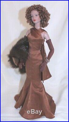 Tonner Tyler CINEMA SATIN Cognac Tyler 16 Dressed Doll