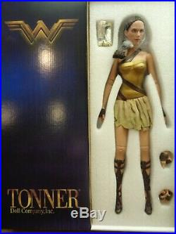 Tonner -gal Wonder Woman Training Armor-no Sword/shield /stand-nrfb