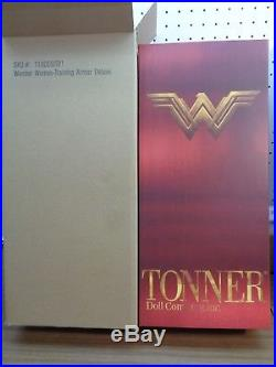 Tonner -wonder Woman Training Armor-deluxe-sold Out(has Sword, Shield, Stand)