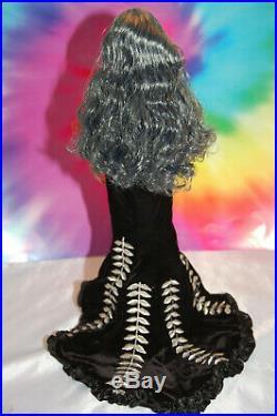 Tyler Wentworth Tonner Doll sydney repaint box Silver hair box